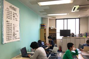 PCを使って学習する児童の雰囲気